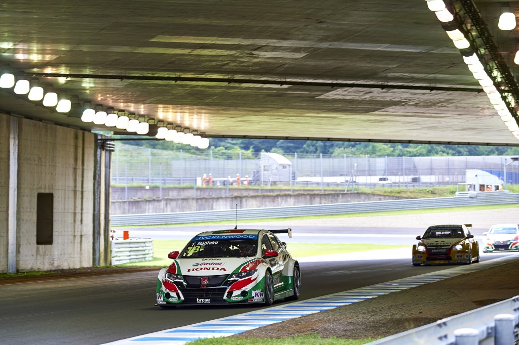 2015 EVENT: Race of Japan TRACK: Twin Ring Motegi TEAM: Castrol Honda World Touring Car Team CAR: Honda Civic wtcc DRIVER: Tiago Monteiro